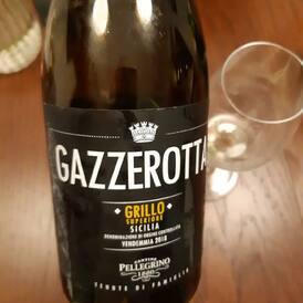Z VÍNO-KLUBÍ KUCHYNĚ: Sicilské Grillo Gazzerotta se perfektně hodí k omáčce z lišek.   Voňavé, svěží, s tóny sicilských citrónů, ale s 14,5 % alkoholu!!! Z vinice, kde rostou 35 let staré keře!   Neváhejte, máme posledních 18 kusů!